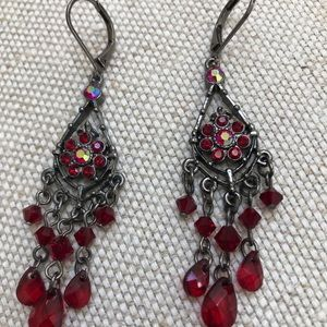 Chandelier earrings with red stones